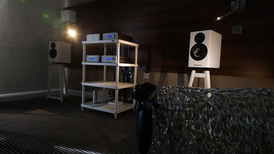 Leema Acoustics и Acoustic Energy АЕ 500