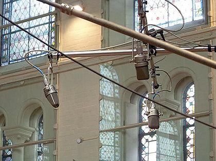 Конфигурация Decca Tree из микрофонов Neumann M50's для записи оркестра в лондонской Air Studio 1