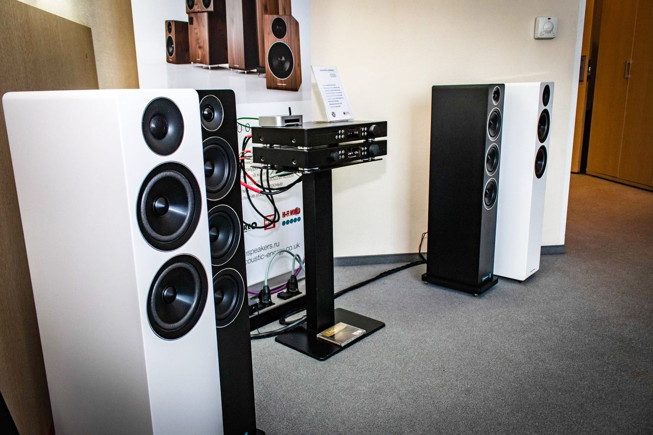 Acoustic Energy АЕ 120 с их старшими собратьями АЕ 309