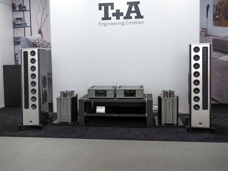 T+A Solitaire CWT 1000-40 с юбилейными моноблоками HV40 и новыми компонентами